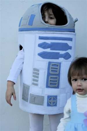 How to make an R2D2 costume